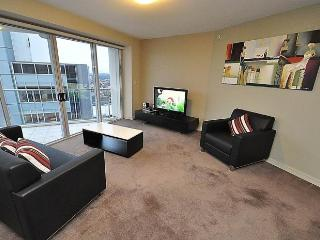 NORTH SYDNEY FULLY SELF CONTAINED MODERN 2 BED APARTMENT (2207BER), Sydney