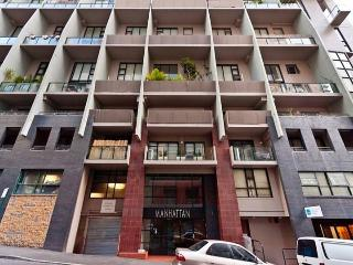 DARLINGHURST FULLY SELF CONTAINED MODERN 1 BED APARTMENT (411POP), Sídney
