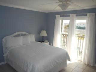 NEW LOWER RATES! Great Location! 2 BR/1.5 BA - 2 B, Costa del Golfo