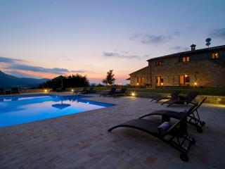 Luxury Villa with infinity pool and mountain views, Moscosi