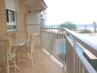 Fantástico Apartamento en 1 línea de la playa de gandia