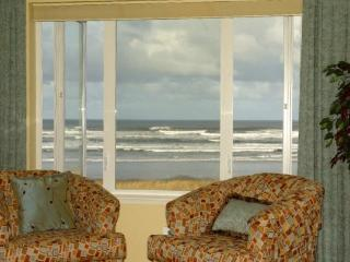 #131 - Top Floor Prime Oceanfront Stunningly Remodeled!, Westport