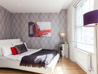 PICCADILLY CIRCUS!BOUTIQUE*3bed2bath*TOP REVIEWS*SAFE*CLEAN*BIG*