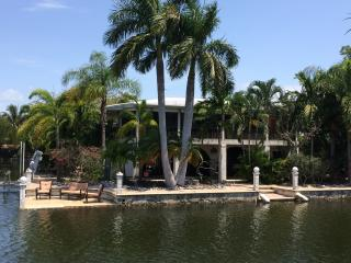 Beautiful Canal Home - Minutes From Open  Water
