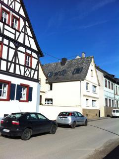 Unser Ferienhaus direkt am Rhein stehend.