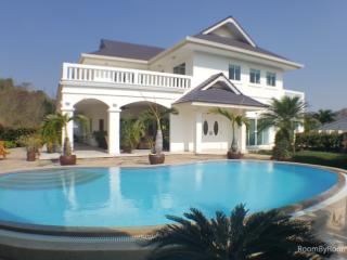 Villas for rent in Hua Hin: V6228