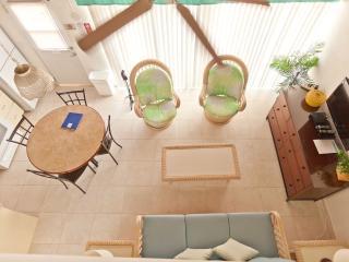 Steps From Beach, Ocean View, Sleeps 4, Nassau