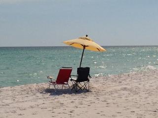 Gone to the Beach' Gulf Front Studio, Navarre