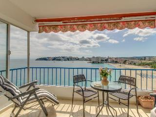 Seaside condo w/ terrace, stunning sea views & beach access!, Palmanova