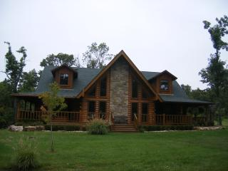 4,000 sqft. Log Cabin 10 min. from Downtown Tulsa!