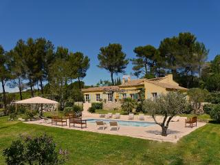 Aix en Provence 4km from city center, for 9 people