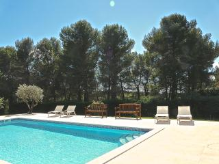 Aix en Provence, heated pool, 4km from city center, for 9 people