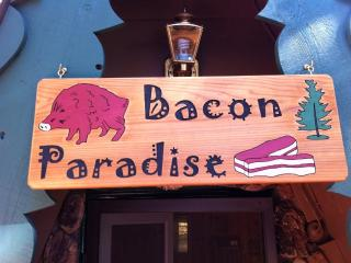 Bacon Paradise: The Biggest Little Cabin!!, Big Bear Lake