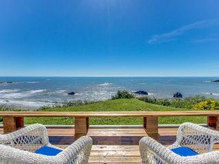 Family-friendly oceanfront home, w/sweeping views & privacy, Brookings