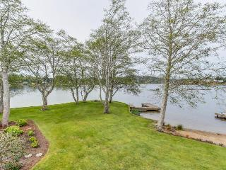 Modern lakefront home w/private dock, firepit, amazing views