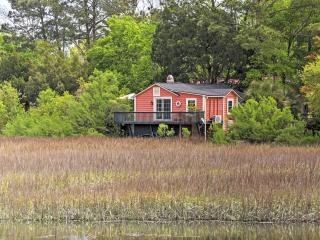Captivating 1BR Mount Pleasant Cottage in The Old Village w/Wifi & Private Porch Overlooking Shem Creek Marsh - Steps from Boating, Great Dining, Bars, Shopping & Much More!