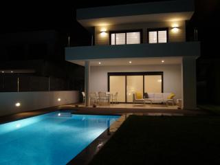 Casa NUEVA de diseño con piscina, en la playa, Roda de Barà
