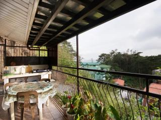 Lani's Place Main House 3 Bedrooms/4 CR