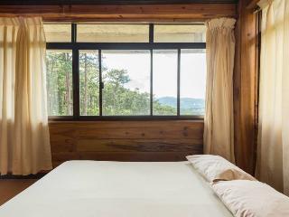 Tiptop Vacation Homes - Family room – Sleeps 12