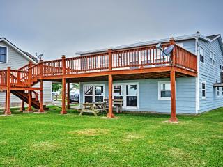 New Listing! 'The Crab Trap' Cozy 3BR Palacios House on Matagorda Bay w/Huge Private Lighted Pier, Boat Slip & Amazing Waterfront Views - Steps to Great Fishing, Bird Watching & Public Boat Launch Site!