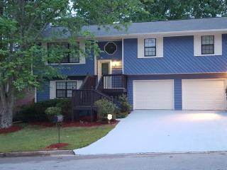 SLEEPS 22 PLUS a few more !!! Stone Mountain Park Get away less than a mile away