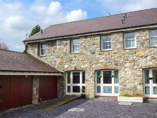 YR WYDDFA, all ground floor, walks from the door, WiFi, Bangor, Ref 931576