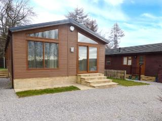 WOODLAND VIEW, high quality lodge, all ground floor, parking, garden, in Coleford, Ref 933221