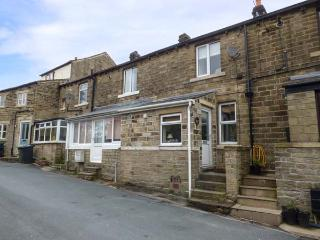 HOLLY COTTAGE, terraced, WiFi, pet-friendly, private garden, near Holmfirth, Ref