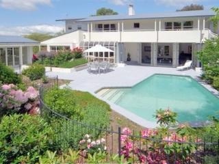 Private Lifestyle, pool, jacuzzi and tennis court, Christchurch
