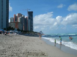 Cozy Beach Room @ the Ocean!, Hallandale Beach