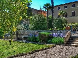Glorious historic Tuscan villa , pool,WIFI,AC, San Giovanni d'Asso