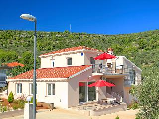 Sunny apartment with terrace 4+2, Vela Luka