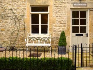 White Hart Cottage - Bath village holiday rental., Freshford