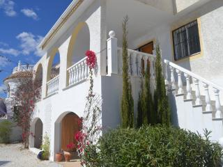Detached elevated villa with fabulous views over the mountains