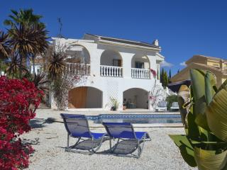 Casa Lealtad, Large Private Pool, Mountain Views, Close to Golf