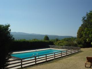 Charming farmhouse with stunning views on the Luberon mountains