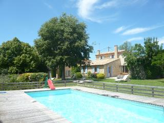Renovated farmhouse, lovely uninterrupted views, Saignon
