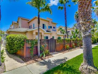 Comfortable two bedroom condo located in the heart of Pacific Beach