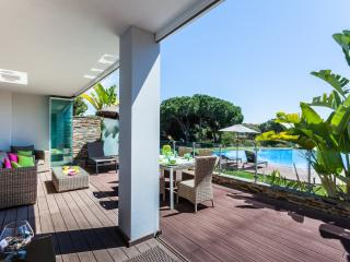 Fantastic apartment with terrace facing south in front of the pool, lot of sun.