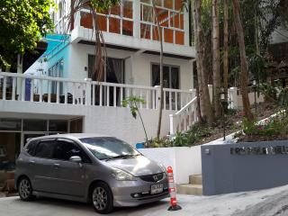 2 bedroom apartment with roof terrace and seaview, Patong
