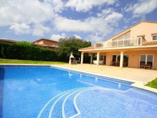 B33 AMERICA gran villa piscina en campo del golf, Montroig