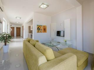 Sea-View Penthouse in St Paul's Bay, San Pawl il-Baħar (St. Paul's Bay)