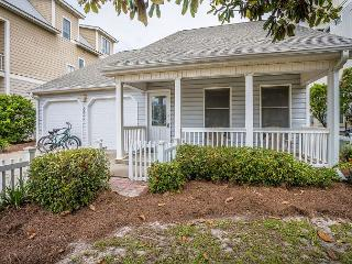 Charming & cozy 4br house located in Seagrove Beach! PET FRIENDLY! Sleeps 8!!, Santa Rosa Beach