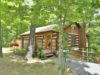 """Frankly Peaceful' Log Cabin, Pigeon Forge"