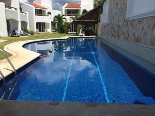 MMD1 Villa for 8 , walking distance to the beach