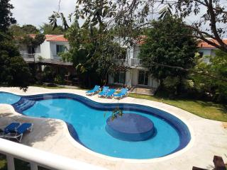 Villa in secured complex with pool, A/C, Playa Paraiso