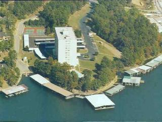 Beautiful Couples Getaway on Lake Hamilton