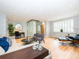 Spacious 4 Bedroom Mews House in Notting Hill, London
