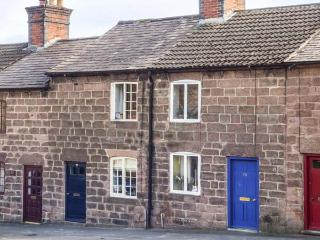 61 THE HILL  woodburning stove, village location, pet-friendly, close to National Park in Cromford, Ref 934915