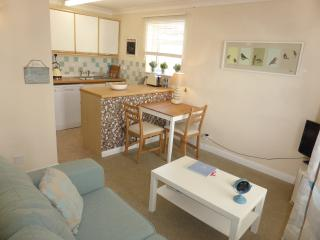 Central Sidmouth apartment, very close to beach and town